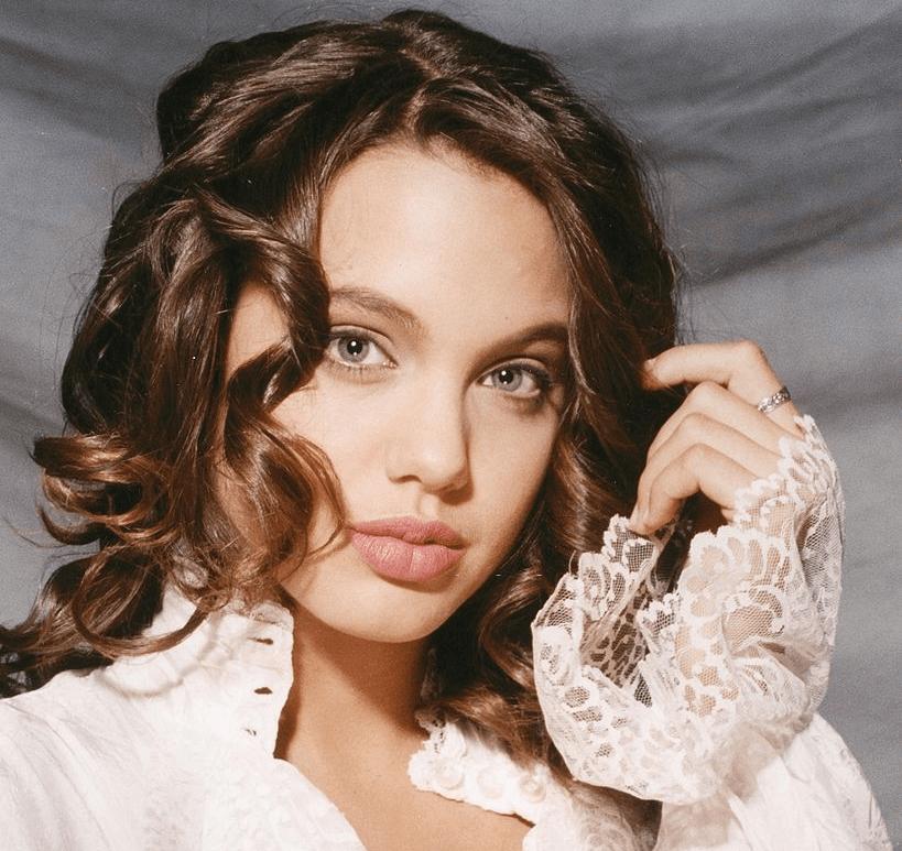 Angelina Jolie Early Life
